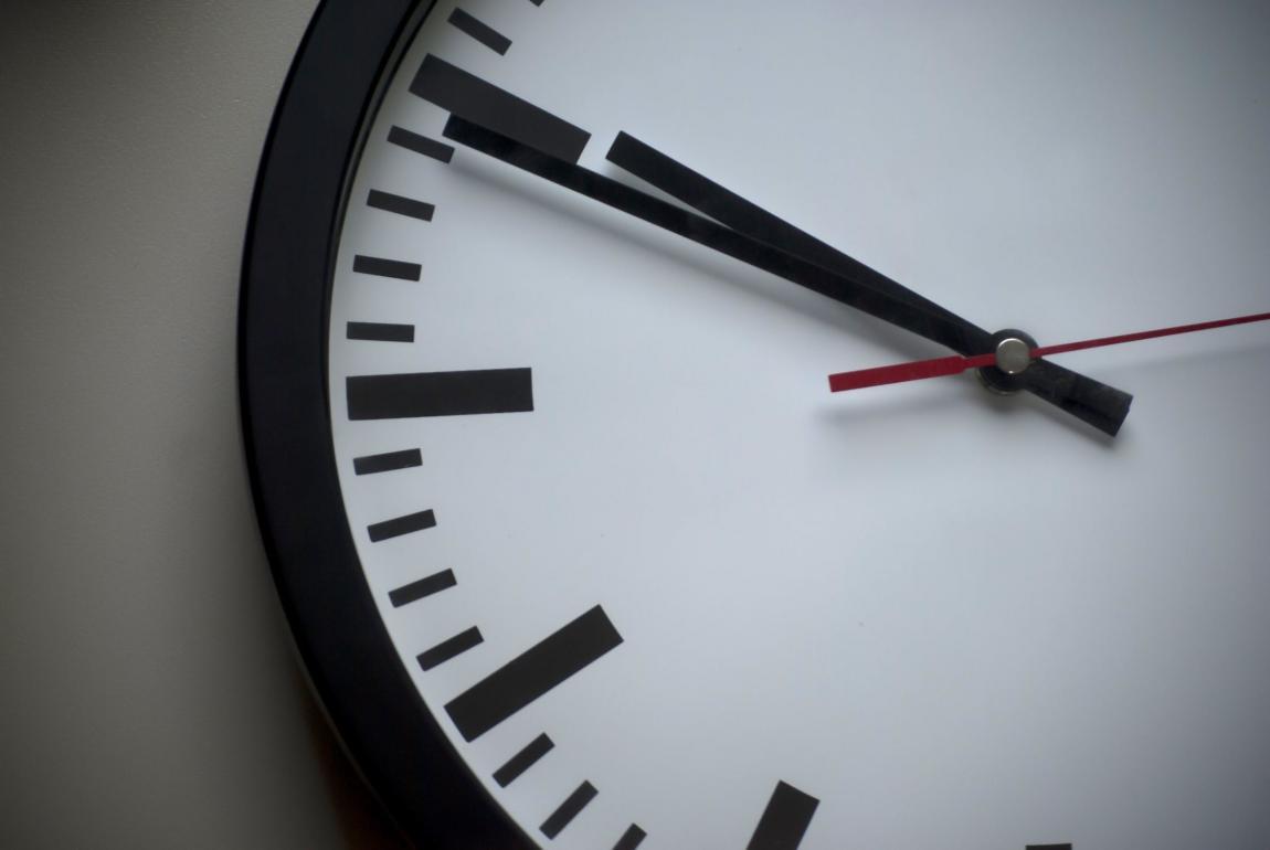 Na sliki je ura.